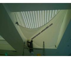 Echipa meseriasi executam lucrari instalatii electrice