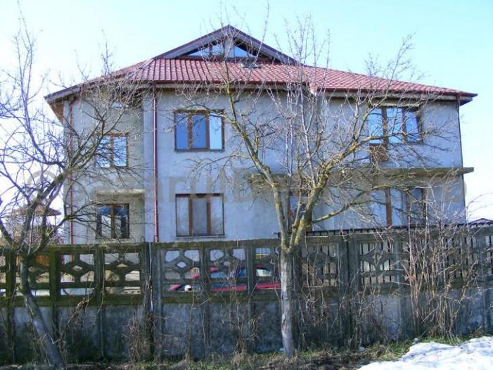 De Vanzare casa D+P+1+M, 15 camere in Cornetu, Il - 1/1