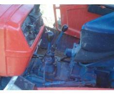 Tractor 4x4 marca carraro