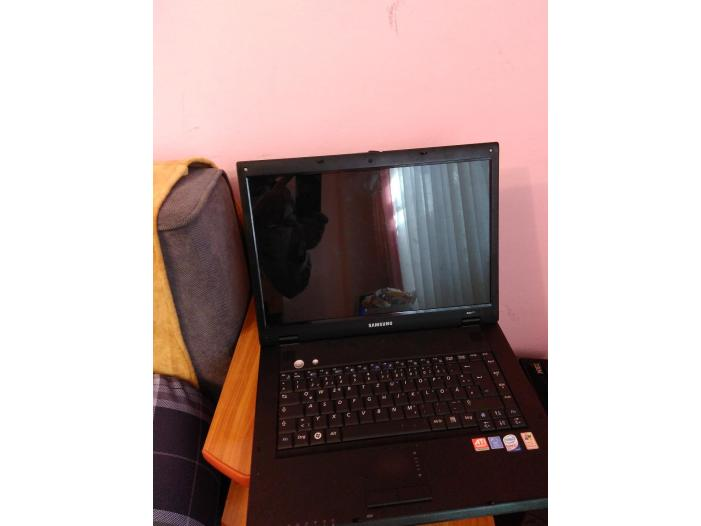 Vand Laptop Samsung 15.6 inch  (Defect Placa Video) inclus incarcator aproape nou - 5/5