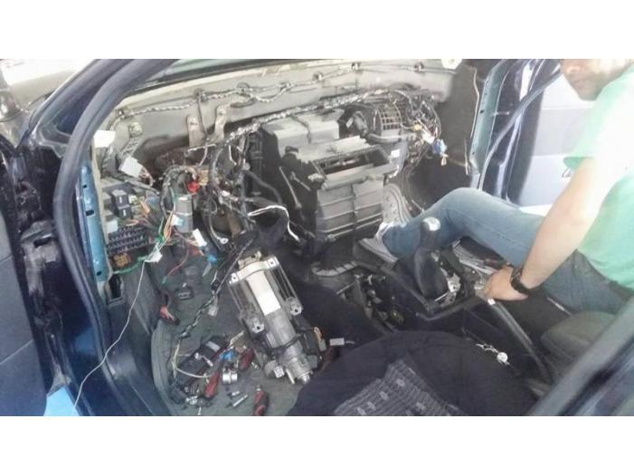 Incarcare freon auto A/C, Iulius Service, Constanta - 1/3
