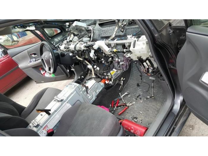 Inlocuiri si reparatii bord auto. Deblocare clapeti aer - 1/3