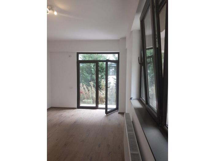 Apartament Parter pt salon, birou, cabinet Militari Auchan - 1/5