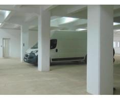 De vânzare sau închiriere clădire industrială  cu hale și curte