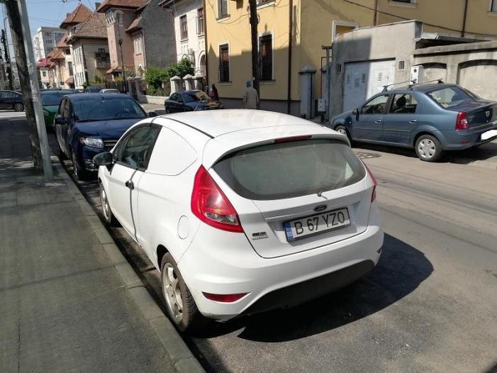 Vand Ford Fiesta (furgoneta izoterma) - 2/3