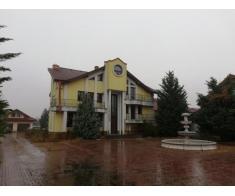 Casa 206 mp si teren 5260 mp Targu Jiu, Gorj