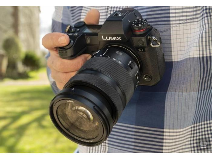 Best Camera 2019 = Panasonic S1 - 1/2