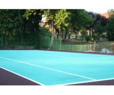 Vrei un teren de sport de calitate cu gazon artificial sau cu tartan?