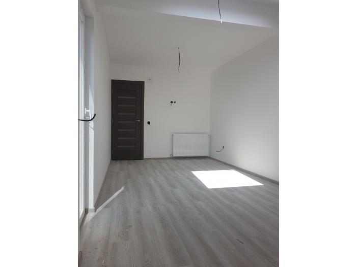 Vand apartament 2 camere, mansarda, zona Tractorul-Brasov - 2/3