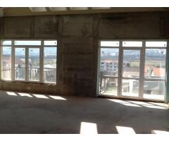 Apartment cu scara interioara