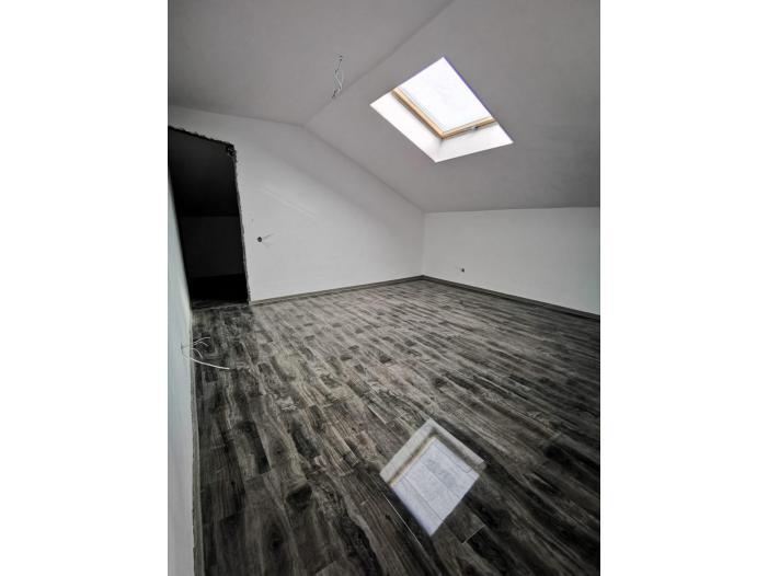 Vand apartament 2 camere - 3/4